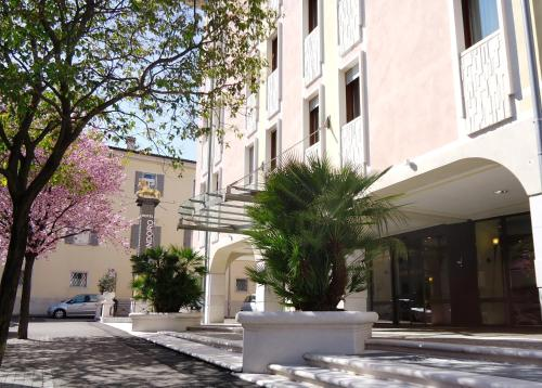 reservation Rovereto lodging Hotel Leon d'Oro