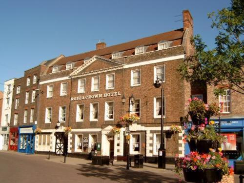 The Rose And Crown Hotel Photo