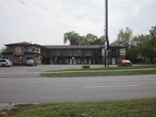 Knights Inn Oshawa Photo