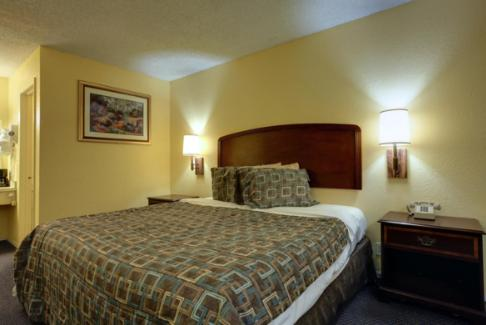 Americas Best Value Inn Comanche Photo