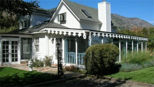 The White House Bed and Breakfast Inn Photo