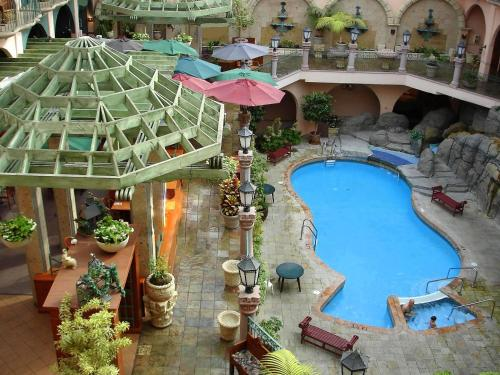 Pacific Inn Resort & Conference Center Photo