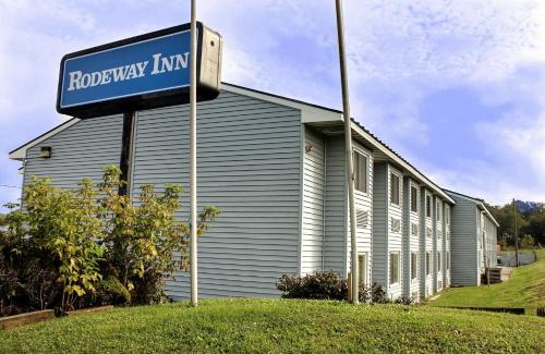 Watertown Rodeway Inn Photo