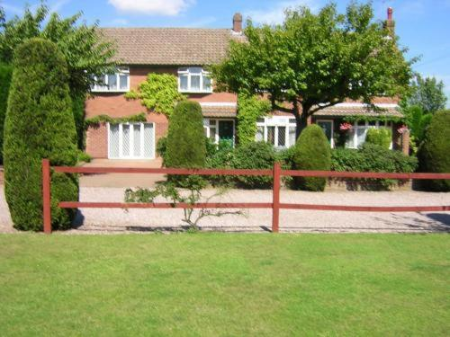 Highfield Farm Guest House in Lea Marston, Lea Marston, Central England