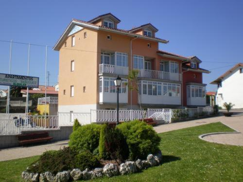 Picture of Apartamentos Bañugues