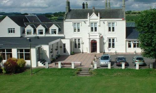 Burnhouse Manor Hotel in Beith, Ayrshire, South West Scotland