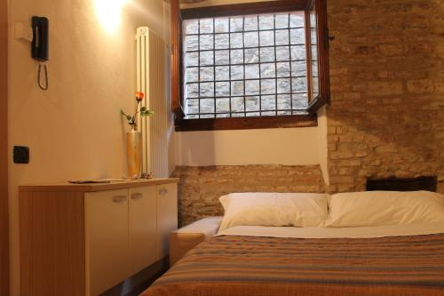 B b al teatro bergamo alta hotel low rates no booking fees for Bergamo alta hotel