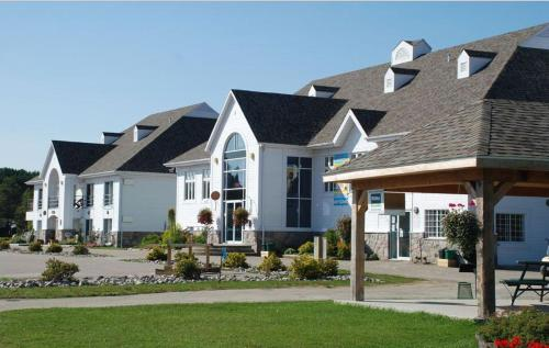 Hotel du Golf Nominingue Photo