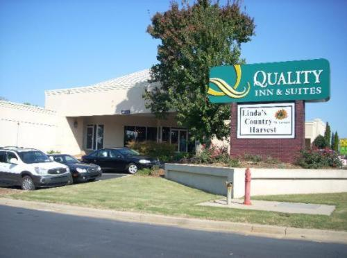 Quality Inn & Suites Conference Center Gainesville Downtown Photo