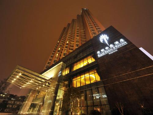 Royal Suites & Towers Wuhan Photo