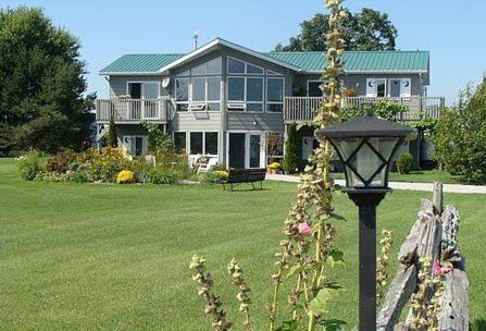 Moonlight On The Lake Bed & Breakfast Photo