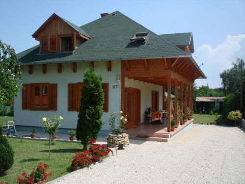 Balaton Guesthouse Photo