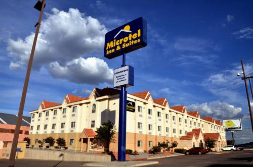 Microtel Inn and Suites Chihuahua Photo