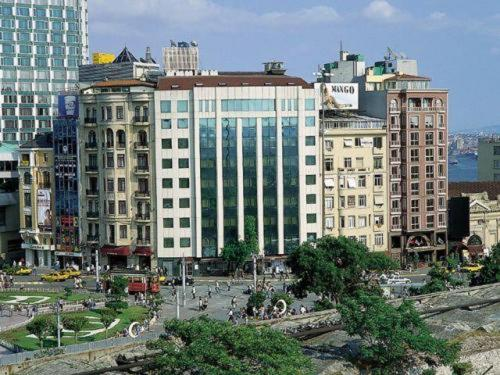 Taksim square hotel istanbul low rates no booking fees for Divan istanbul
