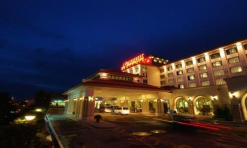 Waterfront Airport Hotel & Casino Photo