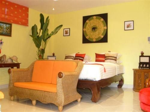 Baan Chang Phuket Bed And Breakfast Photo
