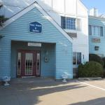 Accommodation in Williamsburg - Best Inn Cozy House & Suites