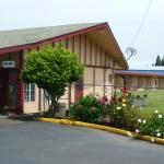 Accommodation near Salem Armory Auditorium - Budget Inn Motel