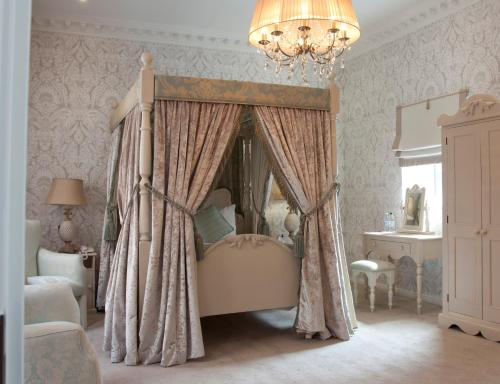King Suite with Four Poster Bed