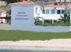 Akrogiali Hotel, Plomárion