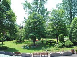 La Roseraie. Gaume-Ardenne-lacuisine sur Semois., Florenville