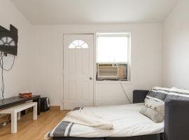 Two Bedroom Apartment in Dundas West,