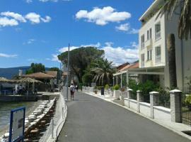 Apartment Milos, Bijela