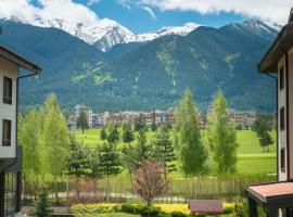 Golf and Ski Apartment, Razlog