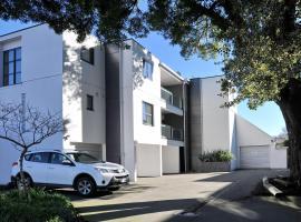 Carlton Villa 3 - Christchurch Holiday Homes, Christchurch