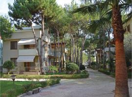 Apartment Qerret 21, Golem