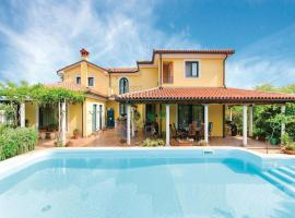 One-Bedroom Apartment Koper with an Outdoor Swimming Pool 04, Capodistria