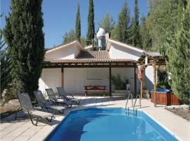 Two-Bedroom Holiday Home in Miliou Paphos, 米里欧