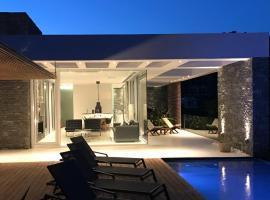 A - Luxury Villas, Plomárion