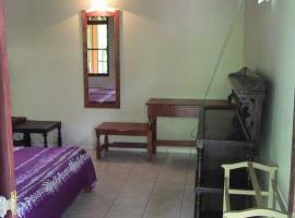 Lloyd's Den, Aluthgama