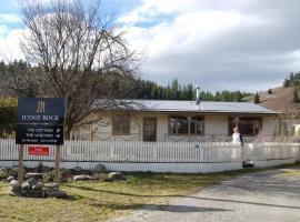 Judge Rock Exclusive Vineyard Cottage Accommodation, Alexandra