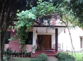 Room in a homestay in Hachinadu, Madikeri, by GuestHouser 17373, Madikeri