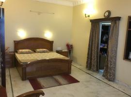 Villa for a group in Jodhpur, by GuestHouser 60619, Jodhpur