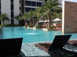 Dream 2 bedroom apt with 2 pools & gym!, Ho Chi Minh