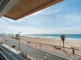 Beautiful Beachfront Apt w/ Sea Views & Parking by Sea N' Rent, Tel Aviv