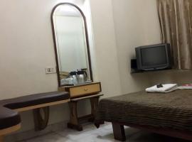 Janardan Homestay Surat Inn, Sūrat