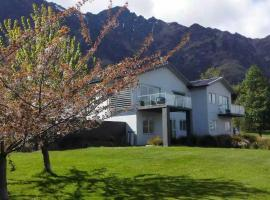 Queenstown Lakeside Holiday Home, Frankton Wharf