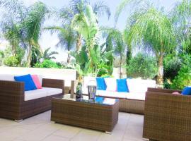 Rentiing a Villa with Private Swimming Pool Ayia Napa Villa 74, 阿依纳帕