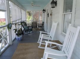 Relax in Charming Summer House Perfect Location Ocean & Island Amenities, Tybee Island