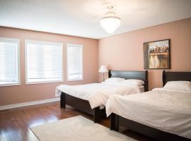 Stylish & Luxurious Holiday Home, Brampton