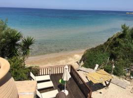 Porta del mar Beach Resort, Méson Yerakaríon
