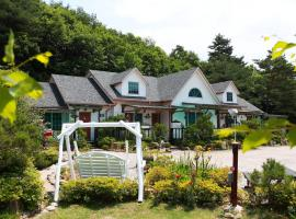 Pineperfume Pension, Pyeongchang