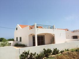 Villa Hiziki, Vila do Maio