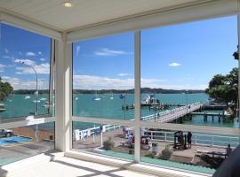 Strand Waterfront Apartment, Russell
