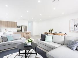 5 Bedroom Sydney Mansion with Parking, Northmead