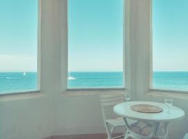 Marvellous Seafront Apartment in Sliema, 斯利马